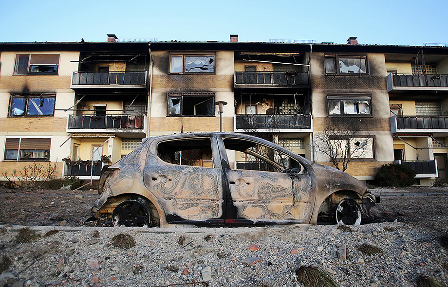 Destroyed houses and cars are seen after a huge gas blast in Ludwigshafen © Fredrik von Erichsen/dpa